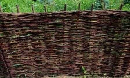 плетений паркан своїми руками фото