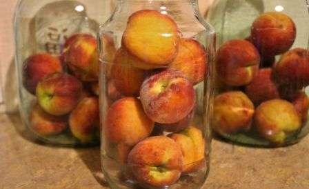 Персиковий компот фото