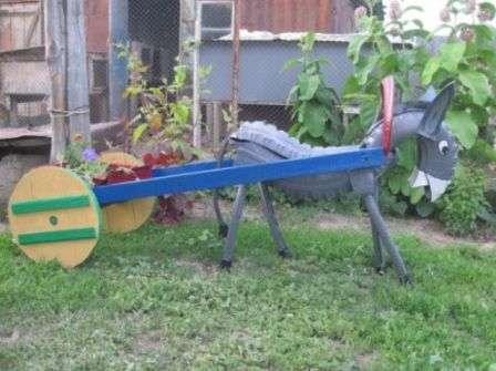 Вироби з шин для дитячих майданчиків та саду. Фото