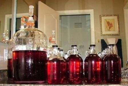 Як зробити домашнє вино з винограду