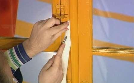 Утеплюємо старі вікна ватою і папером