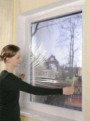 Утеплення вікна за допомогою плівки