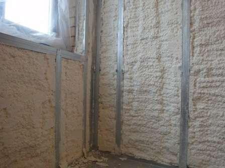 Стіни, покриті пінополіуретаном