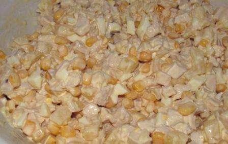 Як приготувати салат з ананасами і кукурузкою