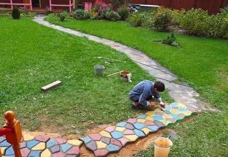 Як використовувати форми для садової плитки