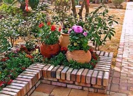 Садовий бордюр з червоної цегли для квітника