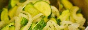 консервація салатів на зиму з огірків