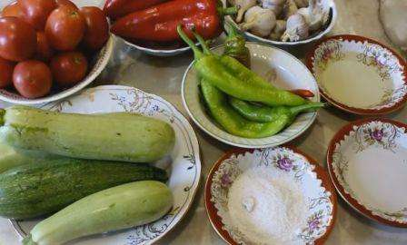 Інгредієнти для приготування кабачкової аджики: