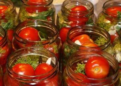 Рецепт солодких помідорів з лимоном на зиму.