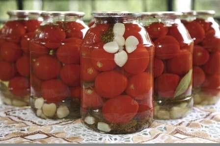 Класичні солодкі помідори з сушеною гвоздикою