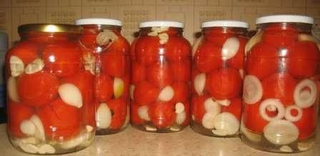 Помідори мариновані солодкі з цибулею