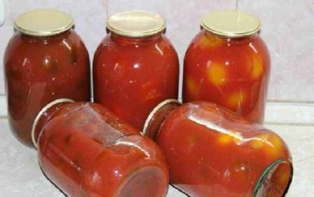 Солоні помідори у власному соку в банках