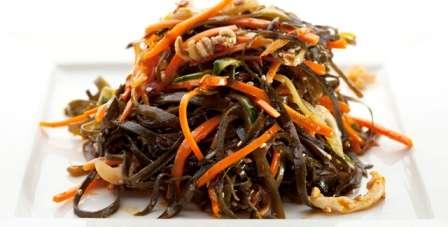 Cалат морква по корейські приготована в домашніх умовах