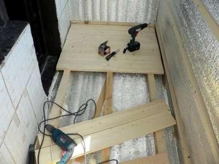 Облаштування підлоги на балконі з використанням дерев'яних лаг і дощок