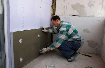 Листи утеплювача можна зафіксувати за допомогою будівельних дюбелів-грибків.