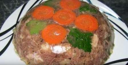 Холодець з м'яса яловичини, свинини і курятини