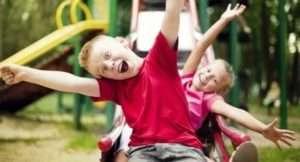 Дитяча гірка своїми руками: рекомендації по створенню конструкцій