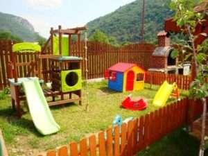 дитячий спортивний комплекс для дачі з гіркою