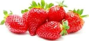 Чим підгодувати і обробити полуницю ранньою весною?