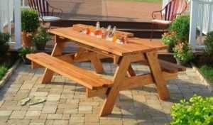 Конструкція, що складається з столу і лавок