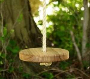 дерев'яні гойдалки для дитячих ігор