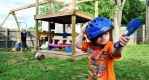 Дитячий майданчик з дерева, побудована своїми руками