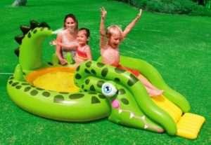 дитячий басейн для дачі з підручних матеріалів