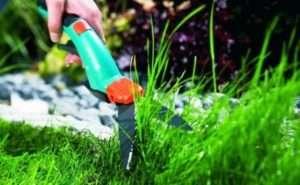 Стрижка газонної трави