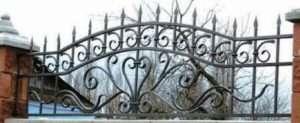 Цегляні паркани з ковкою, фото