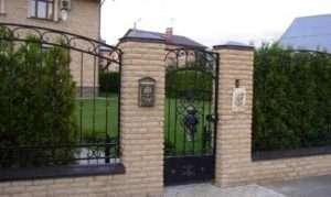 Красиві цегляні паркани