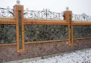 Цегляний паркан - надійність, довговічність і прикраса