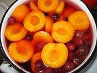 Як зробити компот із слив і абрикос на зиму - покроковий рецепт