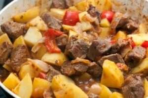 Як приготувати на Новий рік 2018 баранину з запеченою картоплею і овочами