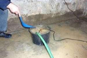 Альтернативні пристрої і способи відкачування води з підвалу самостійно